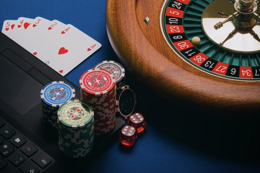 gambling meaning in english